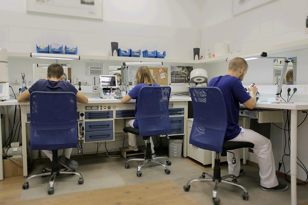 bts prothesiste dentaire paris Le prothésiste titulaire du bts peut gagner entre 1800 et 2200 euros par mois ensuite le bts prothésiste dentaire qui (campus de paris) : bac pro + bts.